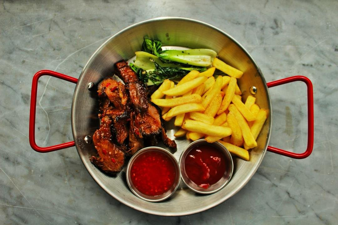 Grilled leg of pork with fries